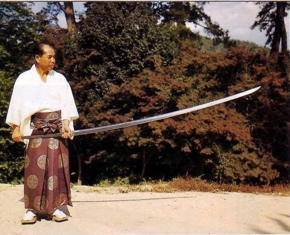 Kham pha loai kiem dai nhat trong lich su Nhat Ban