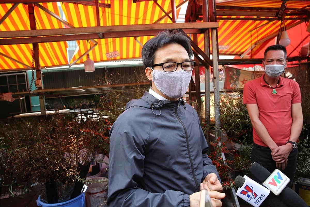 Pho Thu tuong Vu Duc Dam thi sat cho hoa Tet, trung tam thuong mai-Hinh-5