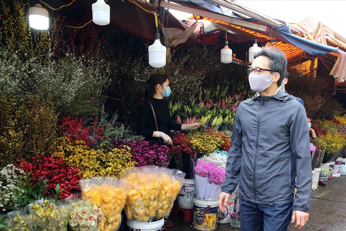 Pho Thu tuong Vu Duc Dam thi sat cho hoa Tet, trung tam thuong mai
