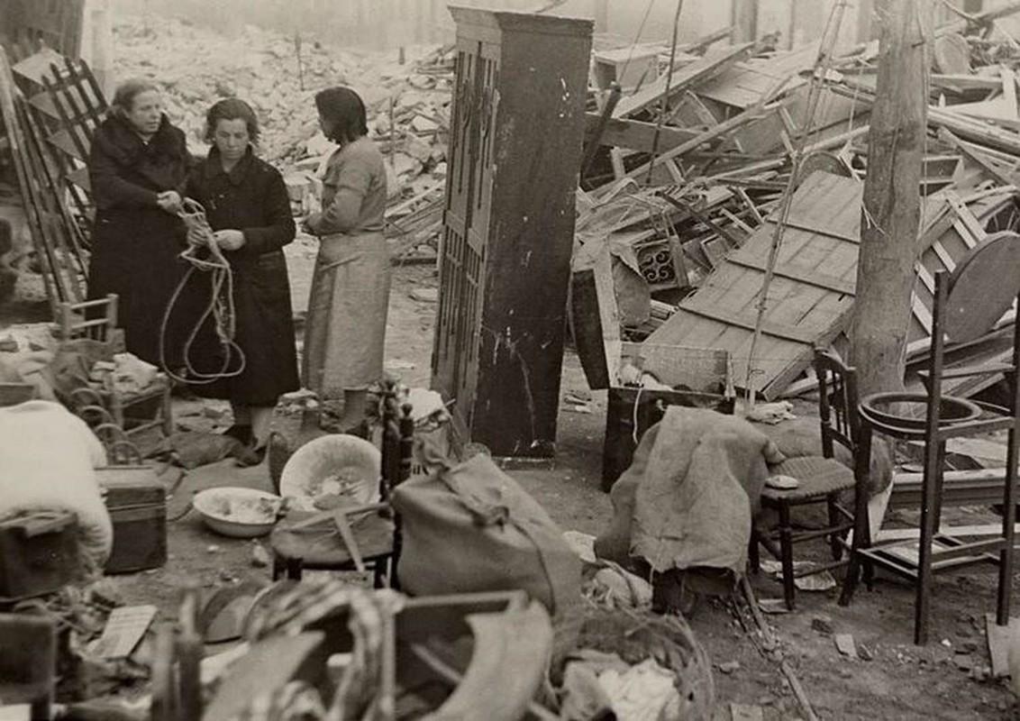 Kinh hoang vu nem bom vao cho phien rung dong the gioi 1936-Hinh-3