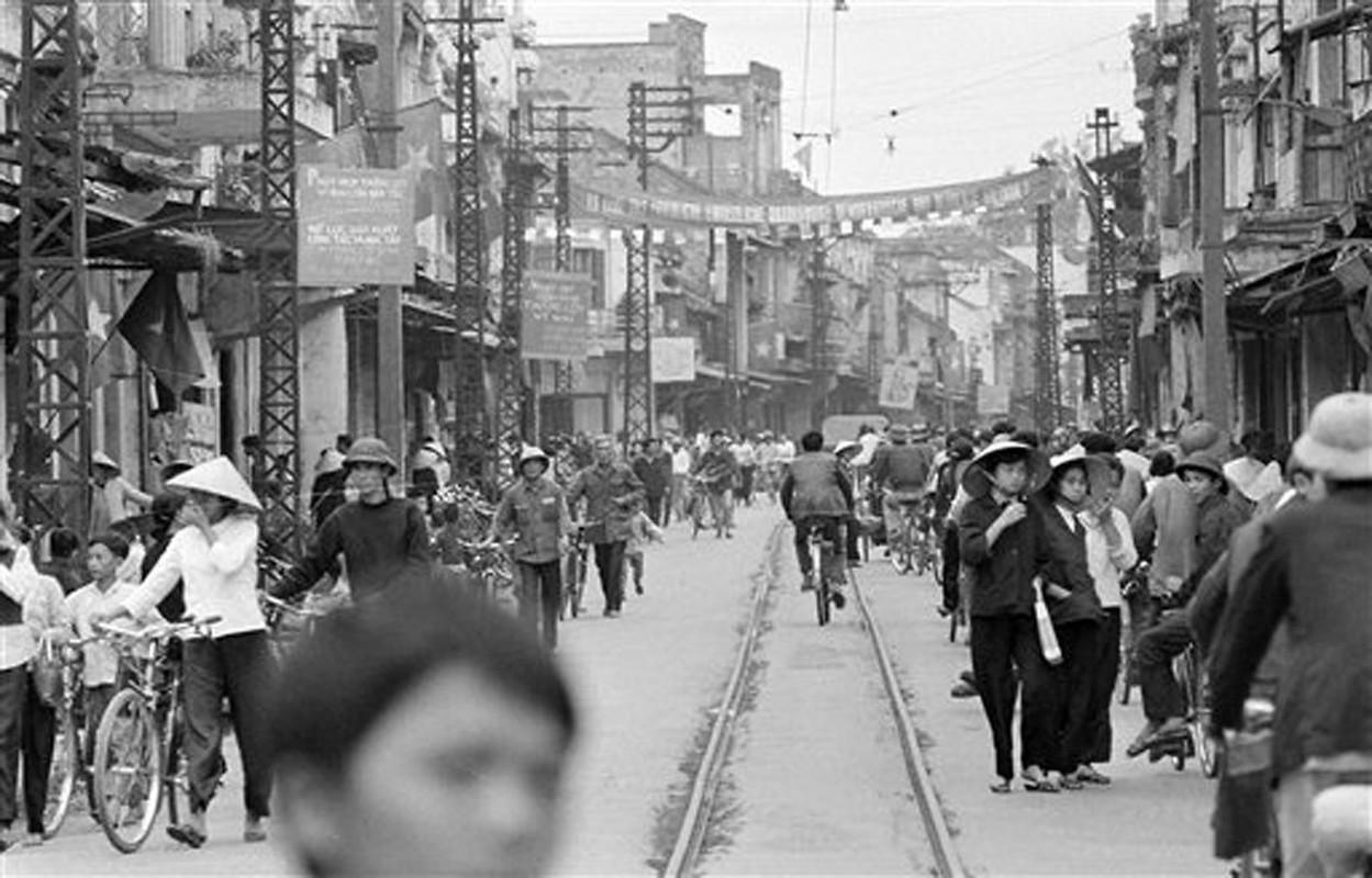 Anh de doi nhung chuyen tau dien o Ha Noi nam 1973-Hinh-7
