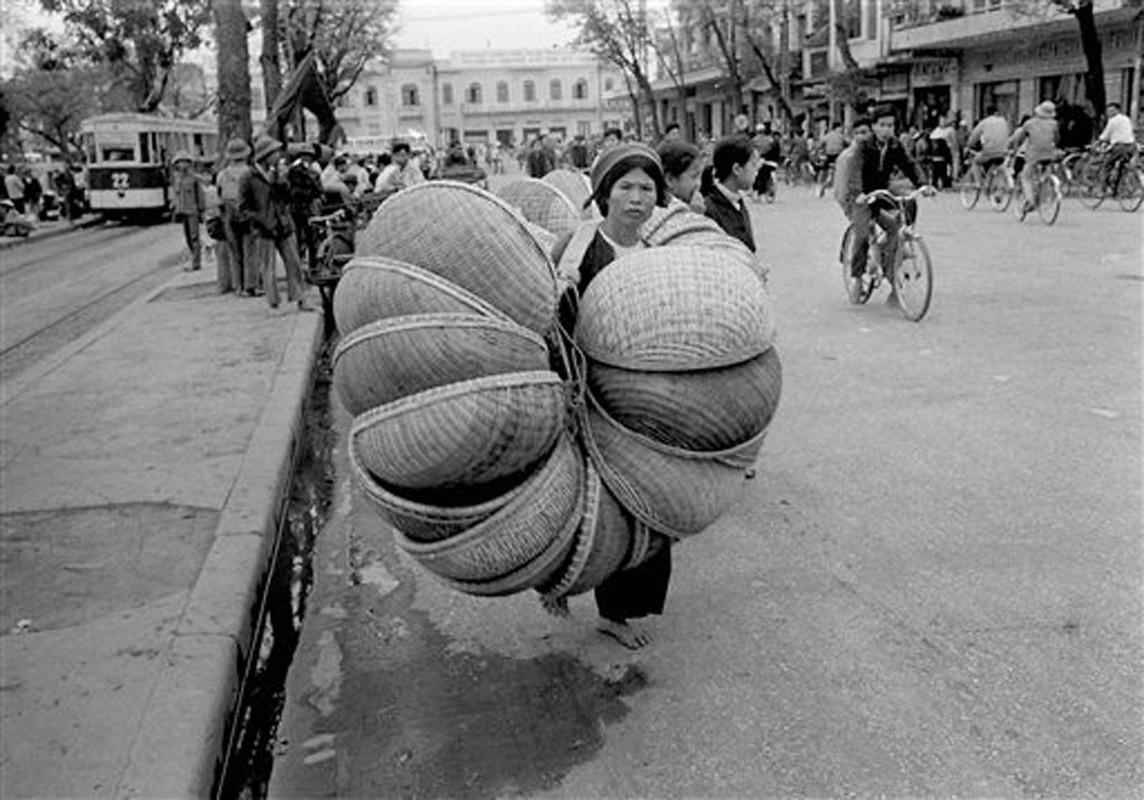 Anh de doi nhung chuyen tau dien o Ha Noi nam 1973-Hinh-8