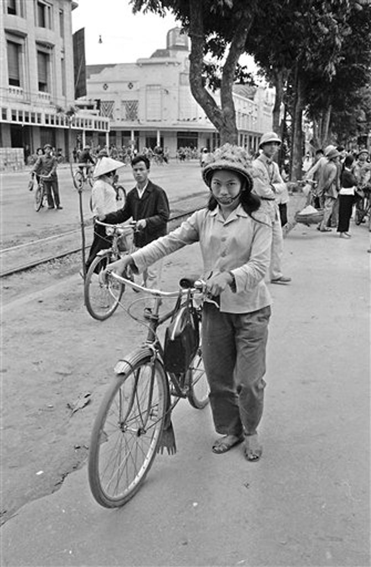 Anh de doi nhung chuyen tau dien o Ha Noi nam 1973-Hinh-9