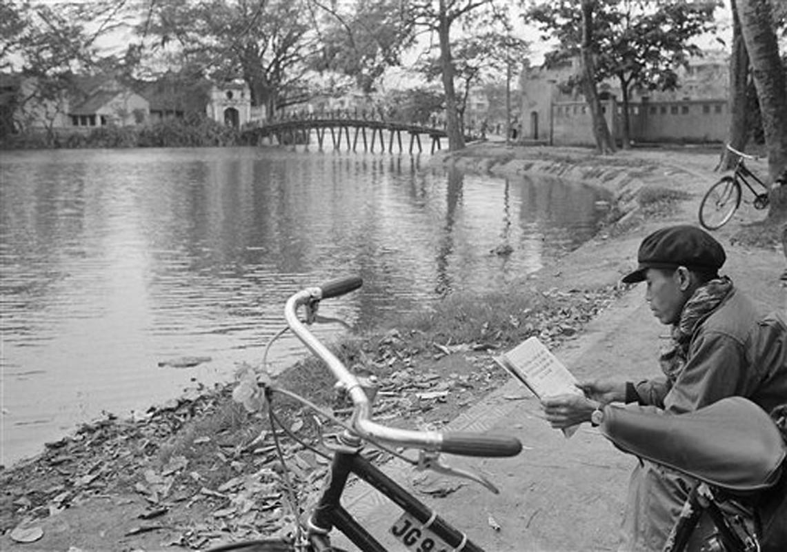 Nhung khoanh khac binh yen o ho Guom nam 1973-Hinh-2