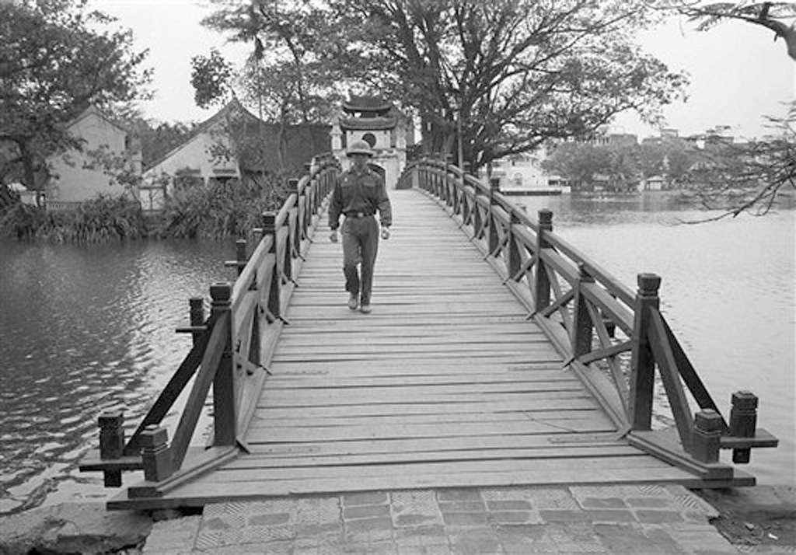 Nhung khoanh khac binh yen o ho Guom nam 1973-Hinh-4