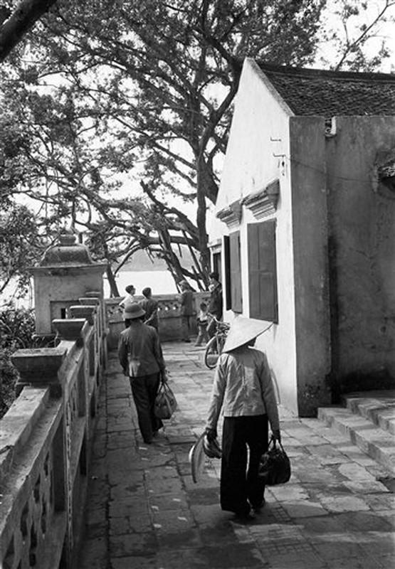 Nhung khoanh khac binh yen o ho Guom nam 1973-Hinh-5