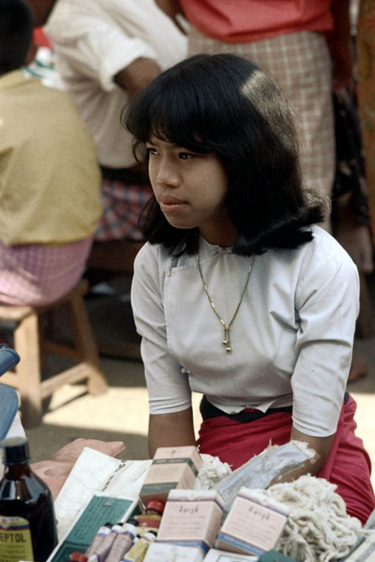 Ve dep hon hau cua thieu nu Myanmar thap nien 1970-Hinh-4