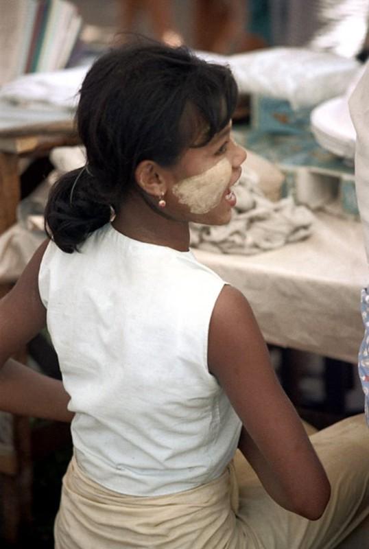Ve dep hon hau cua thieu nu Myanmar thap nien 1970-Hinh-7