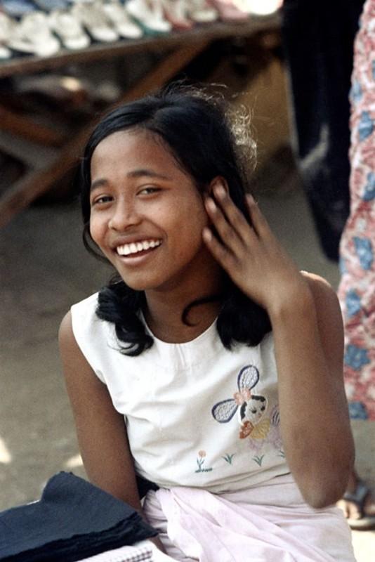 Ve dep hon hau cua thieu nu Myanmar thap nien 1970-Hinh-9