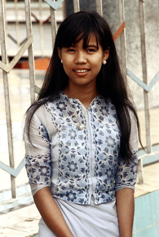 Ve dep hon hau cua thieu nu Myanmar thap nien 1970