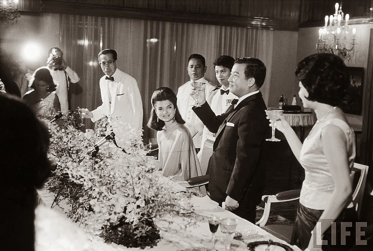Hinh doc phu nhan co Tong thong Kennedy o Campuchia nam 1967-Hinh-2