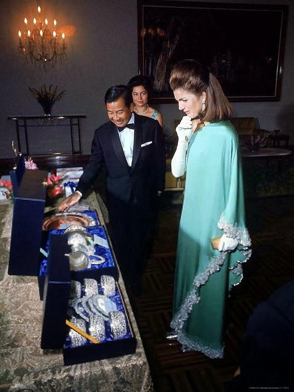 Hinh doc phu nhan co Tong thong Kennedy o Campuchia nam 1967-Hinh-3