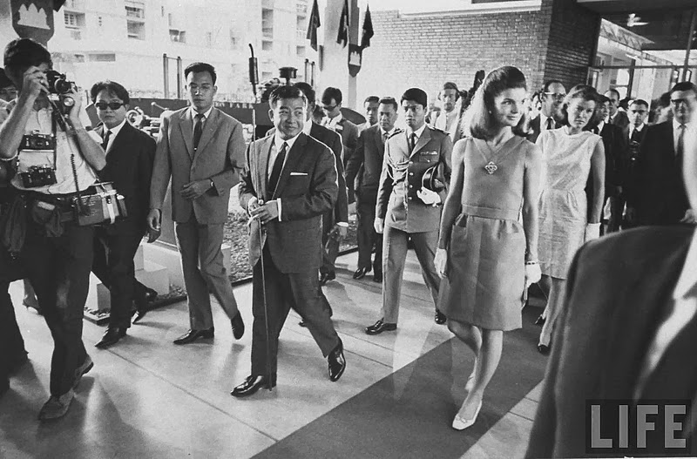 Hinh doc phu nhan co Tong thong Kennedy o Campuchia nam 1967