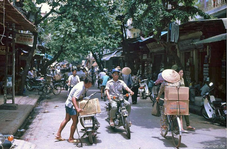 Loat anh kho quen ve xe may o Viet Nam dau thap nien 1990 (1)-Hinh-2