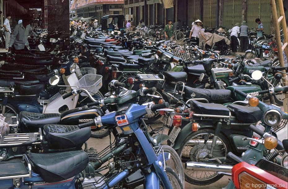 Loat anh kho quen ve xe may o Viet Nam dau thap nien 1990 (1)-Hinh-3