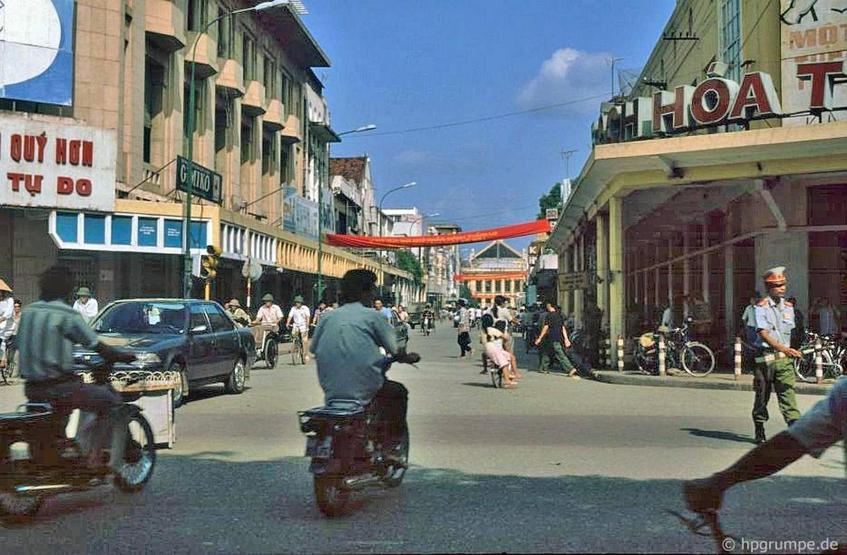 Loat anh kho quen ve xe may o Viet Nam dau thap nien 1990 (1)