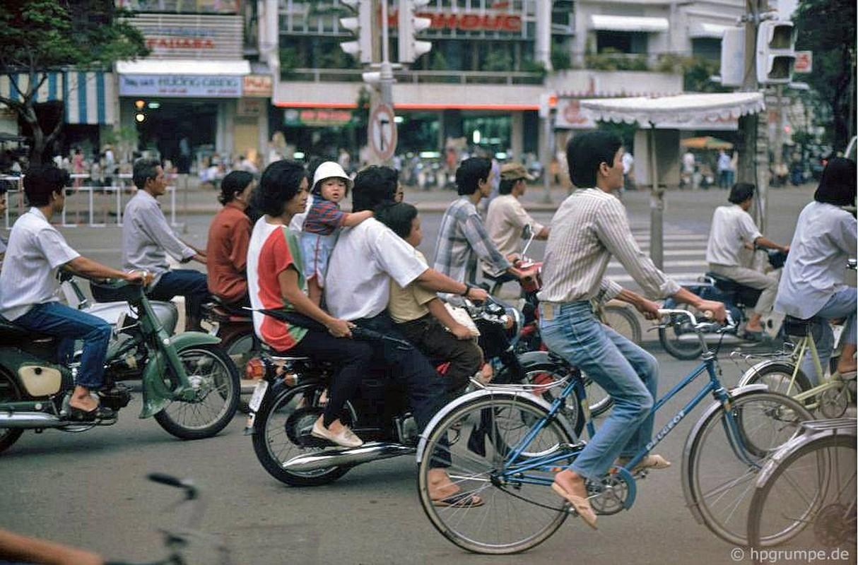 Loat anh kho quen ve xe may o Viet Nam dau thap nien 1990 (2)-Hinh-4
