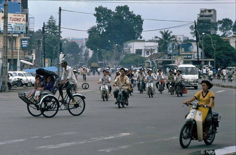 Loat anh kho quen ve xe may o Viet Nam dau thap nien 1990 (2)-Hinh-5