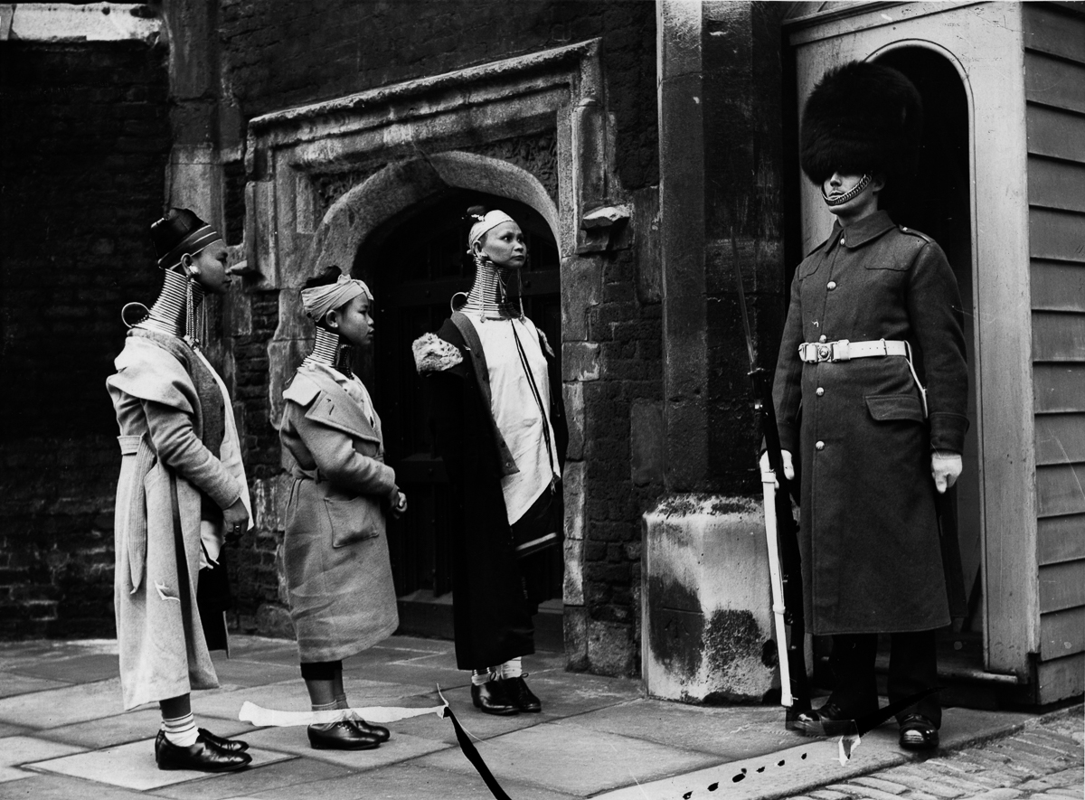 Anh la: Son nu co dai Mien Dien tham London nam 1935-Hinh-6