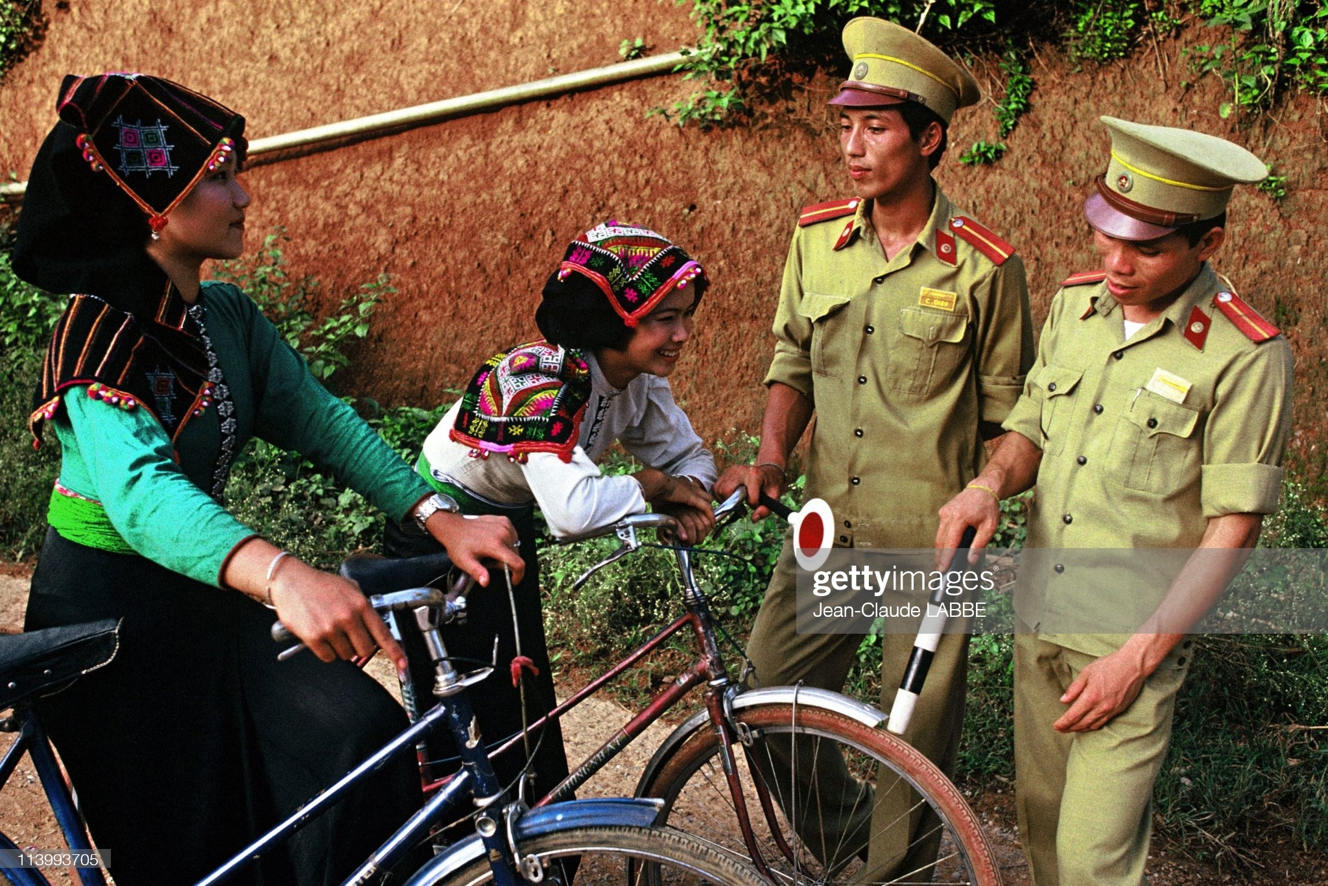 Ngam loat anh sieu doc la ve ba mien Viet Nam nam 1994-Hinh-6