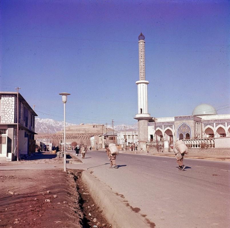Bat ngo cuoc song binh yen sung tuc o thu do Afghanistan thap nien 1960-Hinh-11