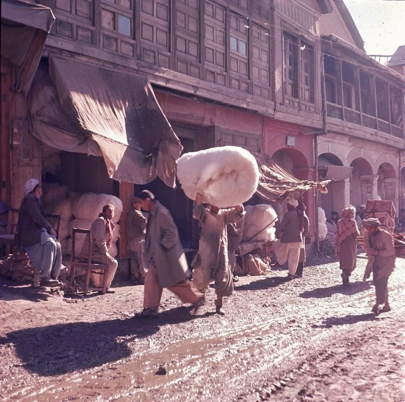 Bat ngo cuoc song binh yen sung tuc o thu do Afghanistan thap nien 1960-Hinh-14
