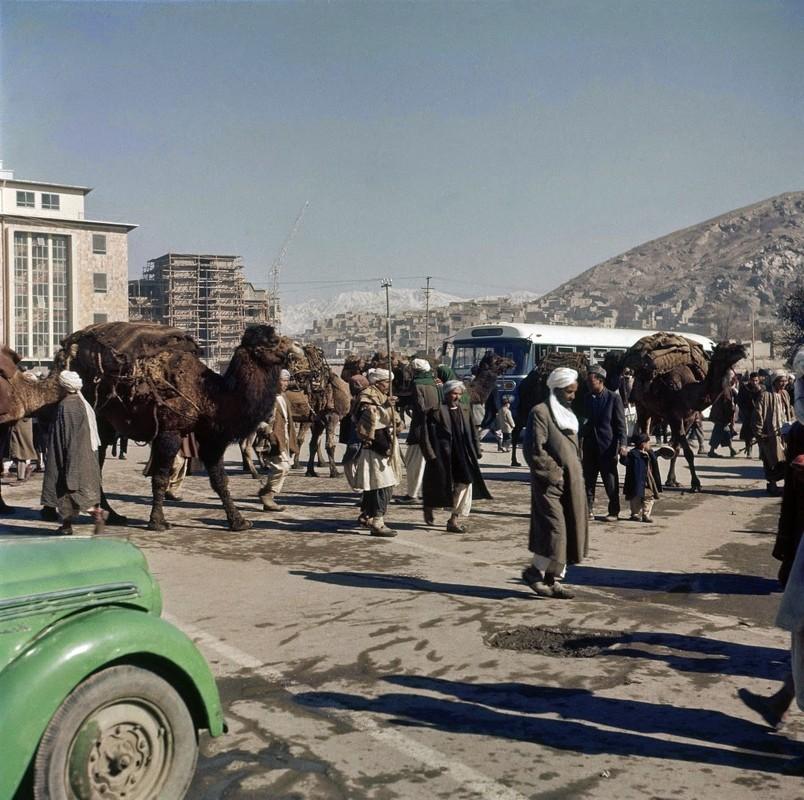 Bat ngo cuoc song binh yen sung tuc o thu do Afghanistan thap nien 1960-Hinh-2