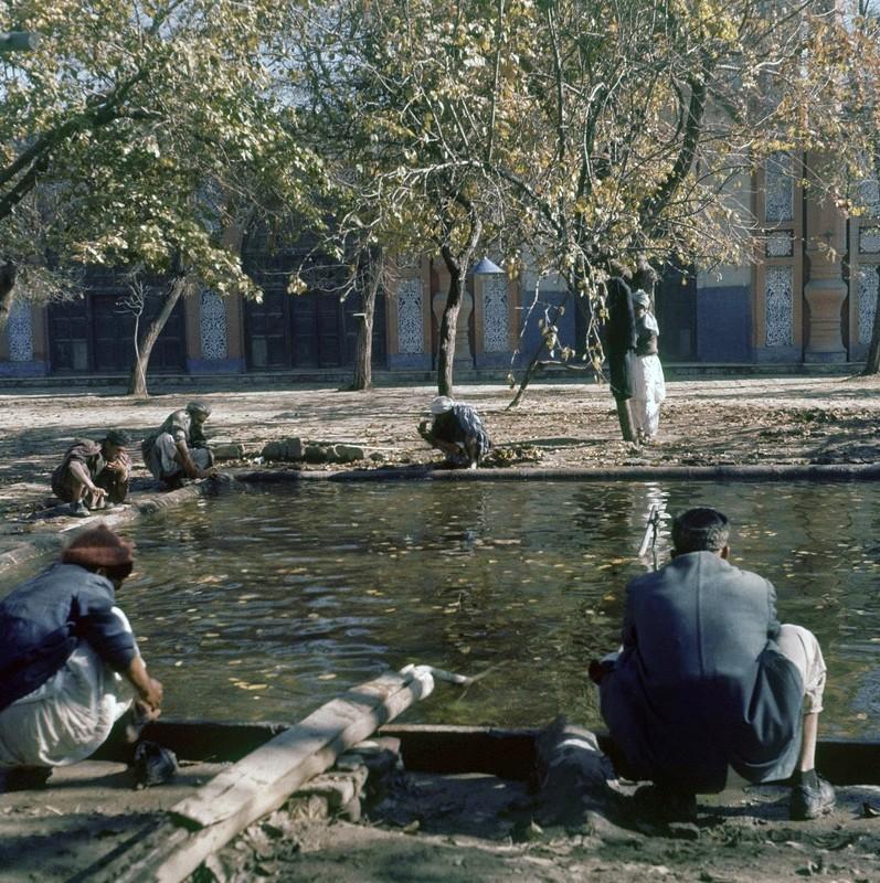 Bat ngo cuoc song binh yen sung tuc o thu do Afghanistan thap nien 1960-Hinh-7