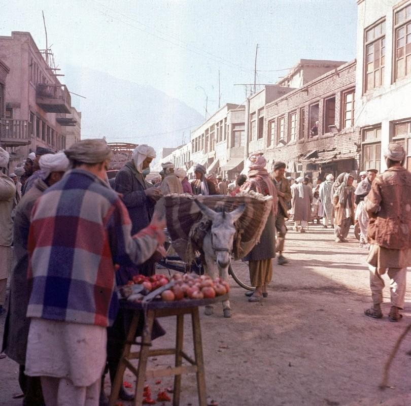 Bat ngo cuoc song binh yen sung tuc o thu do Afghanistan thap nien 1960
