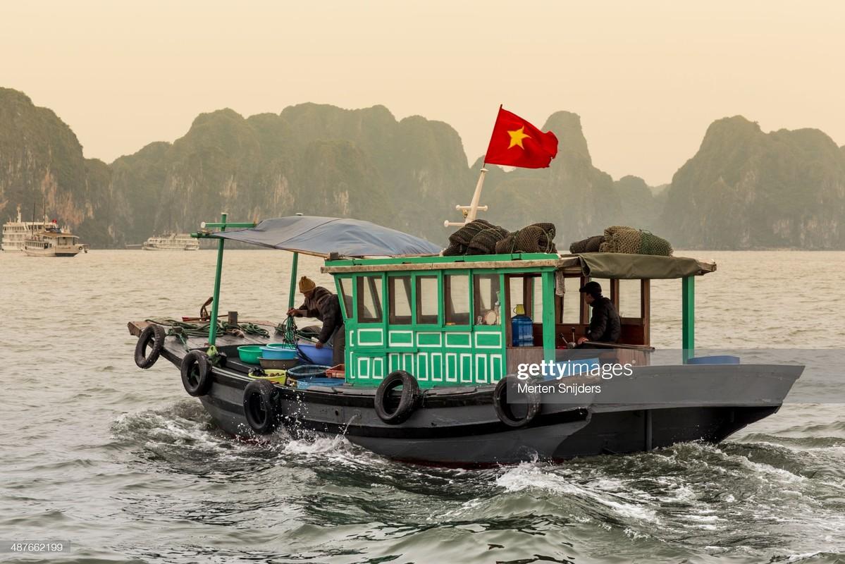 Hinh anh kieu hanh ve quoc ky Viet Nam cua phong vien quoc te-Hinh-5