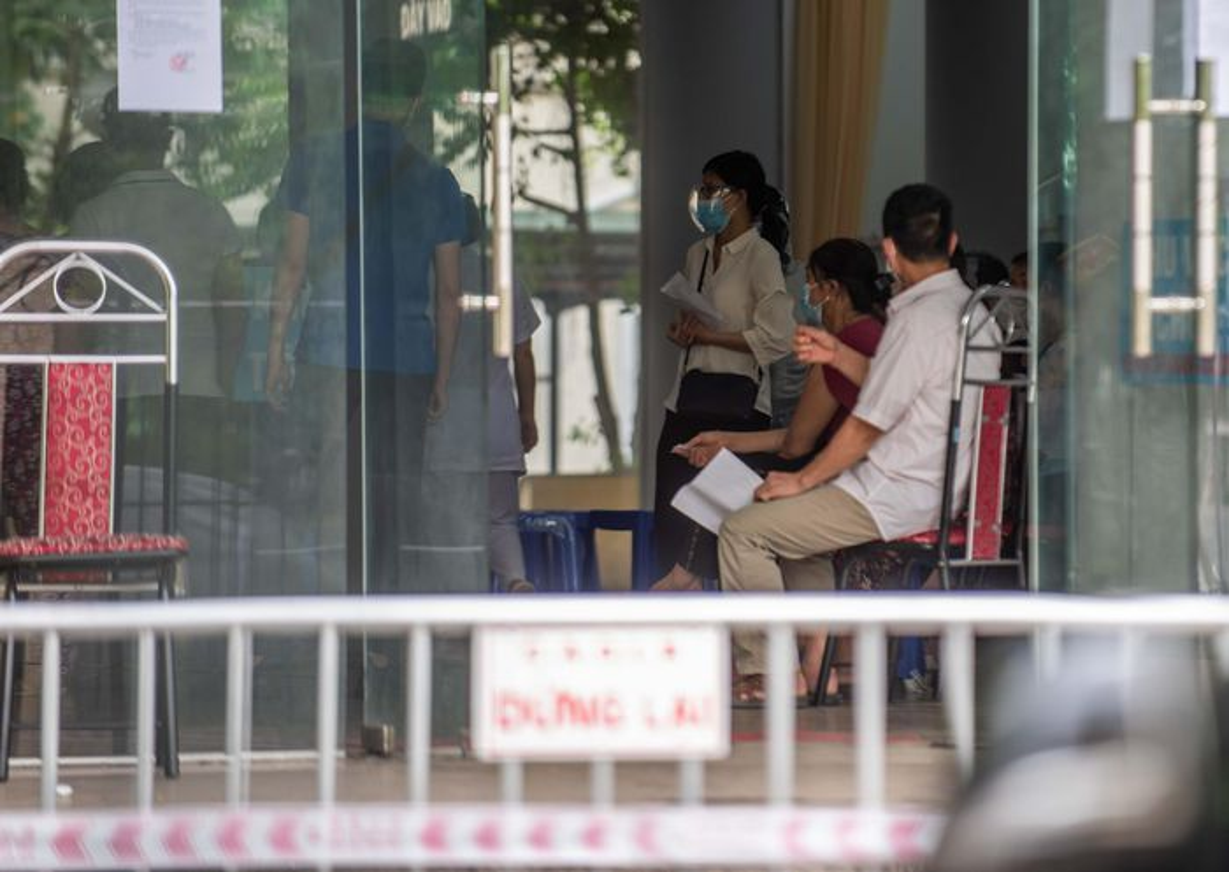 Chen lan tai diem tiem vaccine Covid-19-Hinh-10
