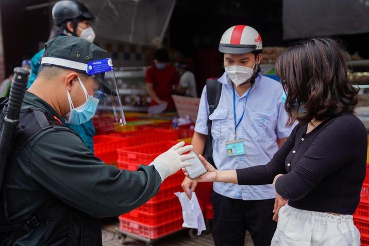 Xep hang dai cho mua banh Trung thu tai TP.HCM-Hinh-10
