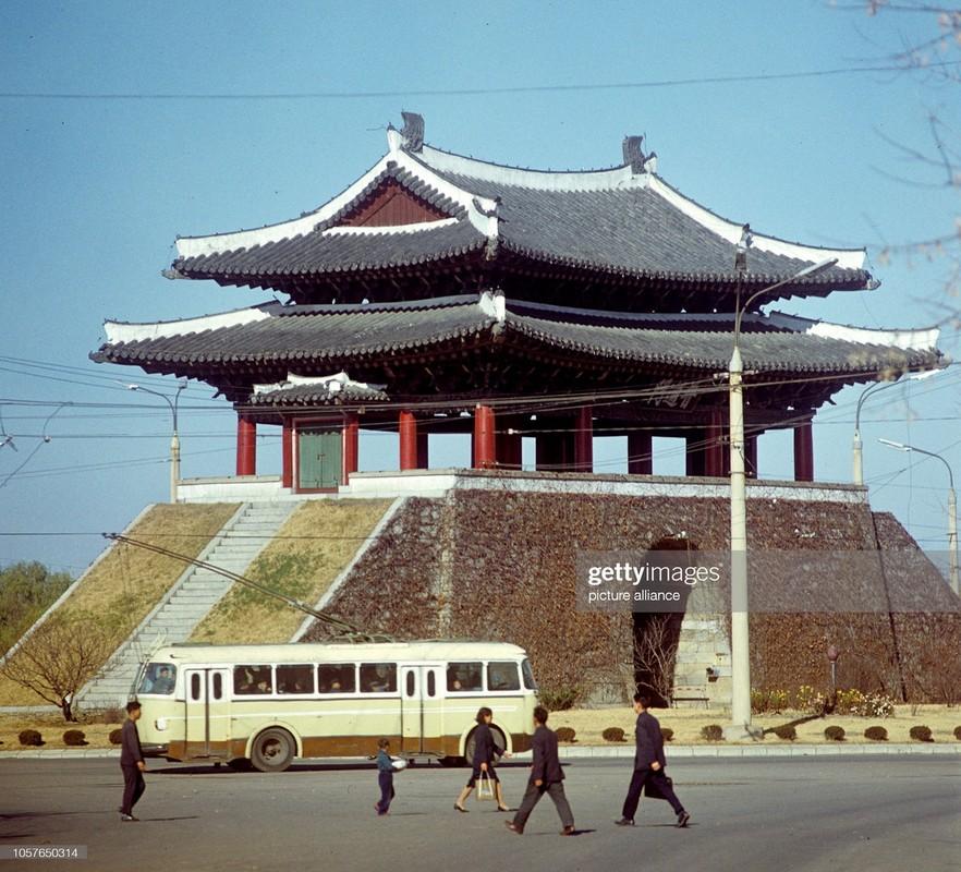 Cuoc song binh yen o thanh pho Binh Nhuong nam 1971-Hinh-10
