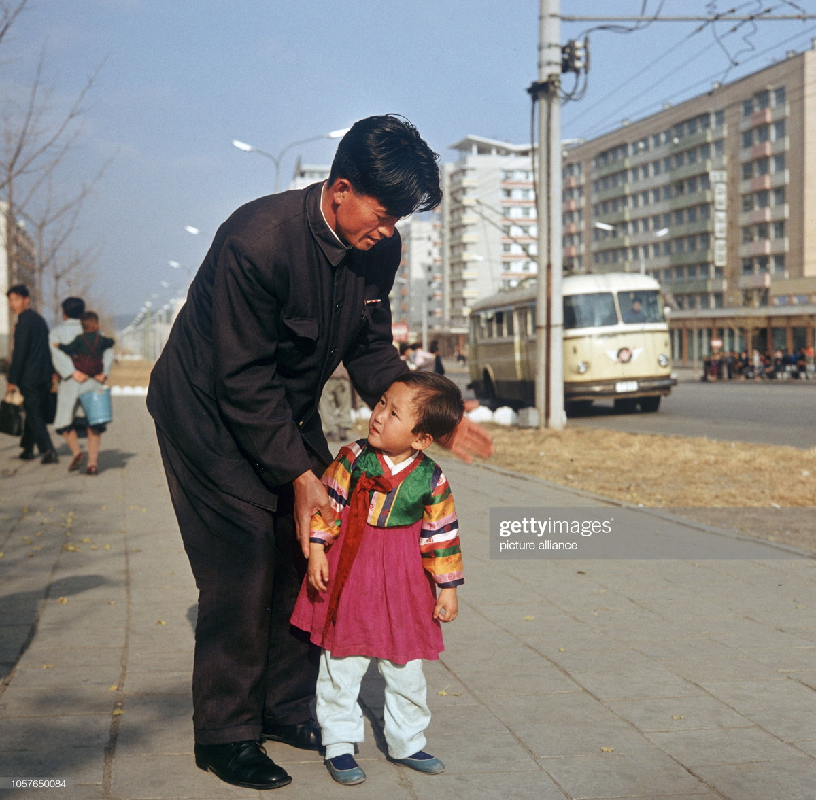 Cuoc song binh yen o thanh pho Binh Nhuong nam 1971-Hinh-7