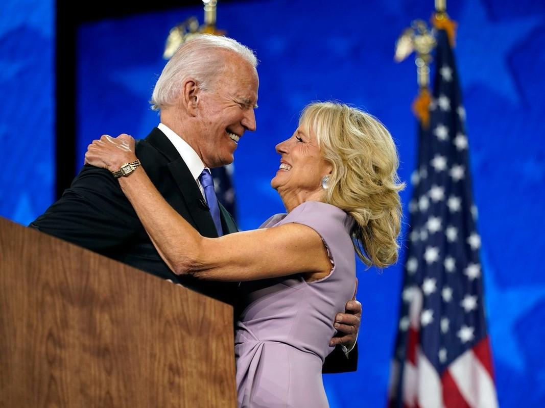 He lo 5 lan cau hon vo cua ong Joe Biden