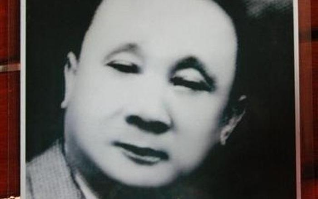 Nguoi Viet nao bo 100 kg vang mua may bay di tham ruong lua?