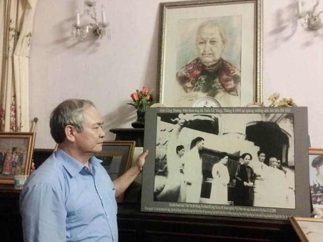Dieu it biet ve nguoi hien tang hon 5.000 luong vang cho chinh quyen cach mang-Hinh-2