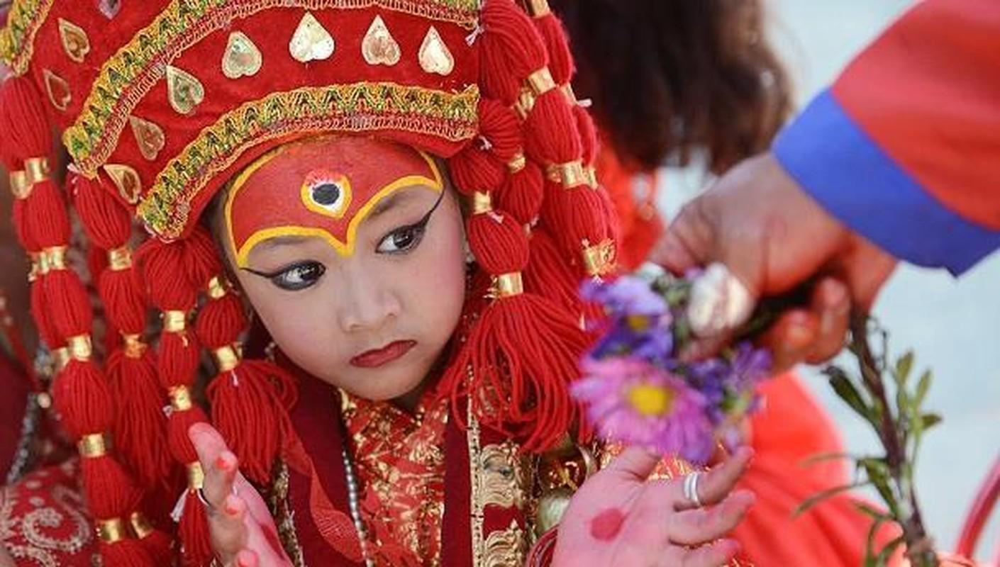"""O nuoc nao, be gai duoc chon lam """"thanh nu dong trinh""""?"""