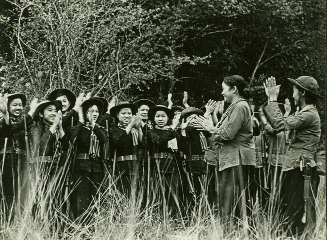 Anh hiem ve nu tuong dau tien cua Quan doi nhan dan Viet Nam-Hinh-4
