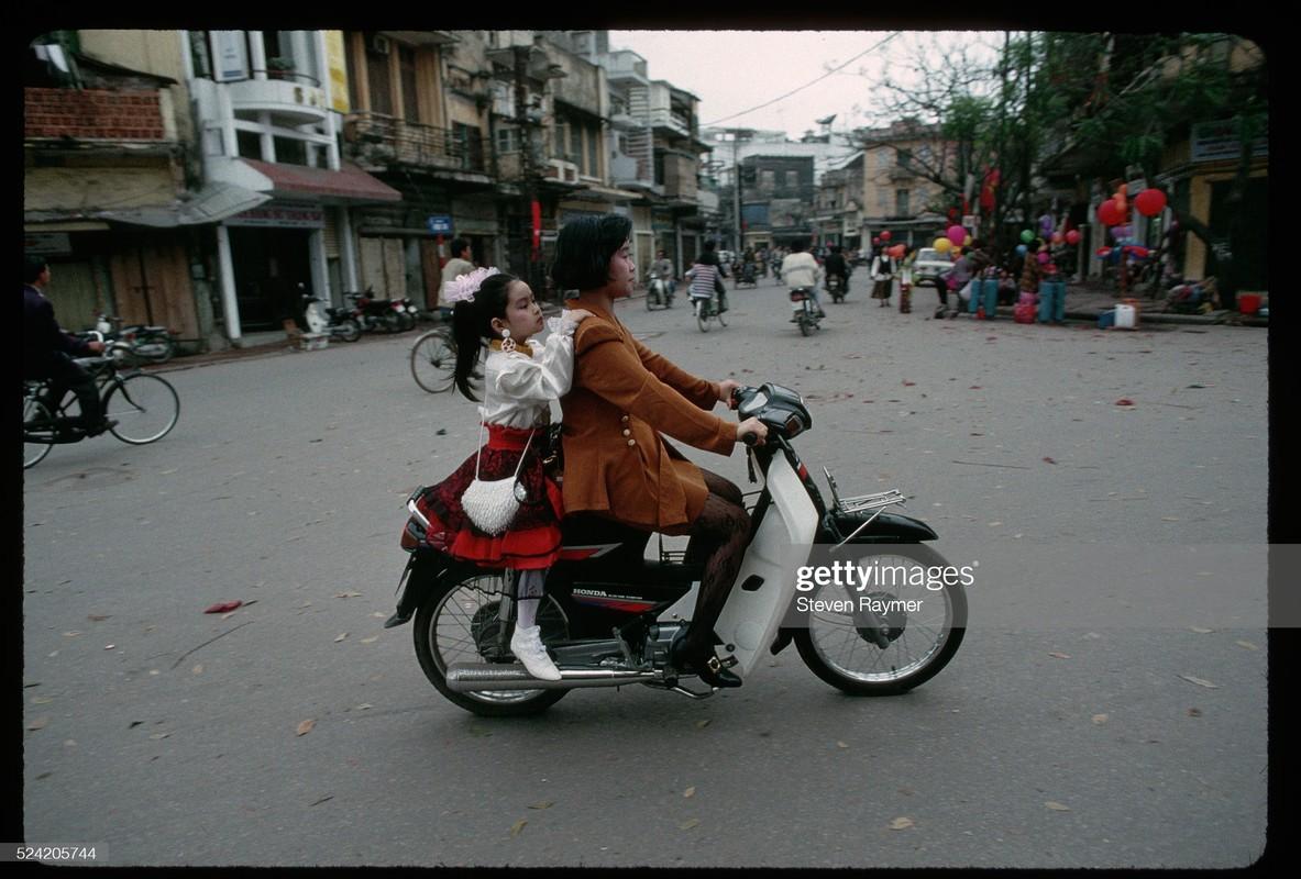 Rung rung canh Tet xua o Viet Nam qua ong kinh phong vien nuoc ngoai-Hinh-2