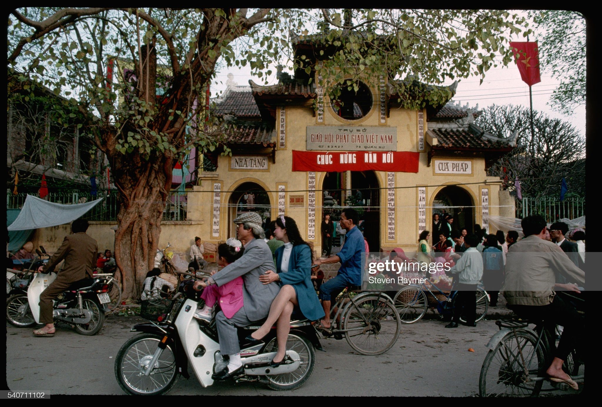 Rung rung canh Tet xua o Viet Nam qua ong kinh phong vien nuoc ngoai