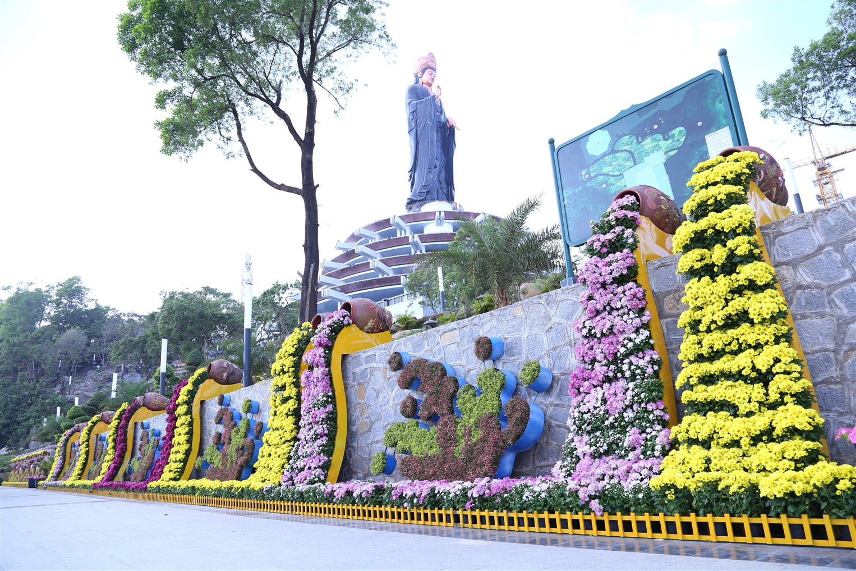 Tan muc tuong Phat Ba cao nhat chau A tren nui Ba Den-Hinh-5