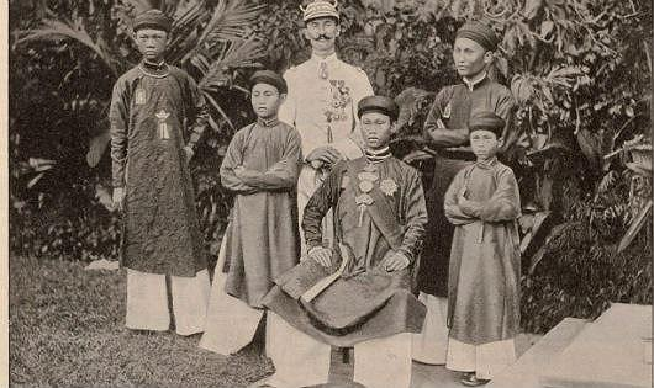 Thoi ky nao trong su Viet 4 thang co toi 3 vua tri vi?