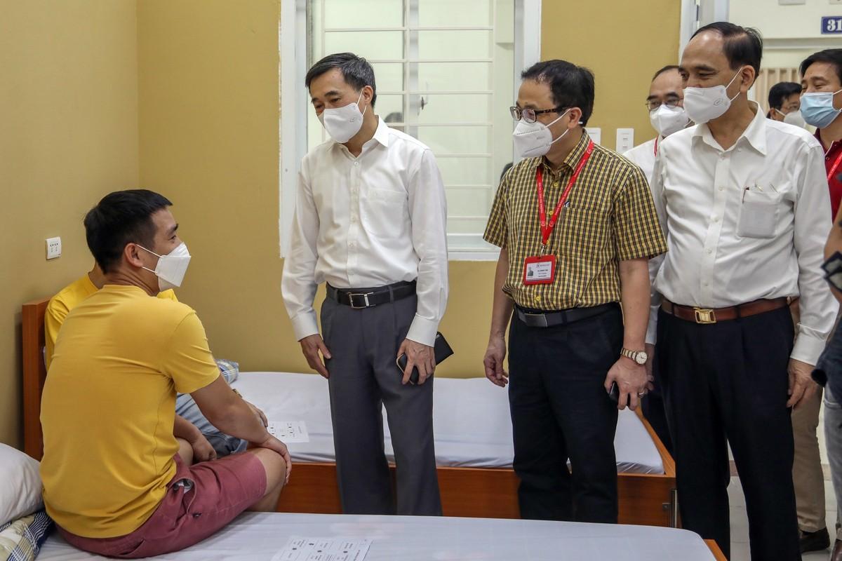 Tiem vaccine Covid-19 cong nghe My cho tinh nguyen vien Viet Nam-Hinh-4