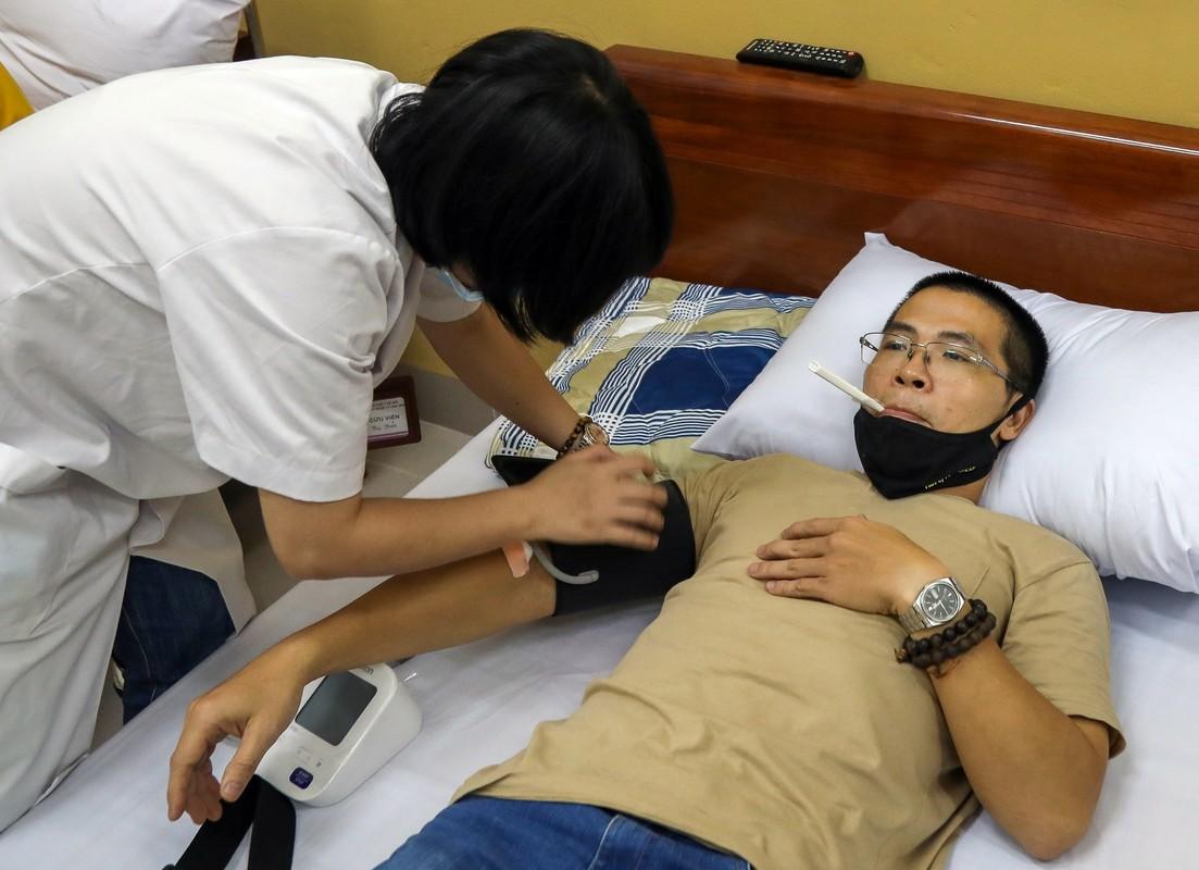 Tiem vaccine Covid-19 cong nghe My cho tinh nguyen vien Viet Nam-Hinh-7