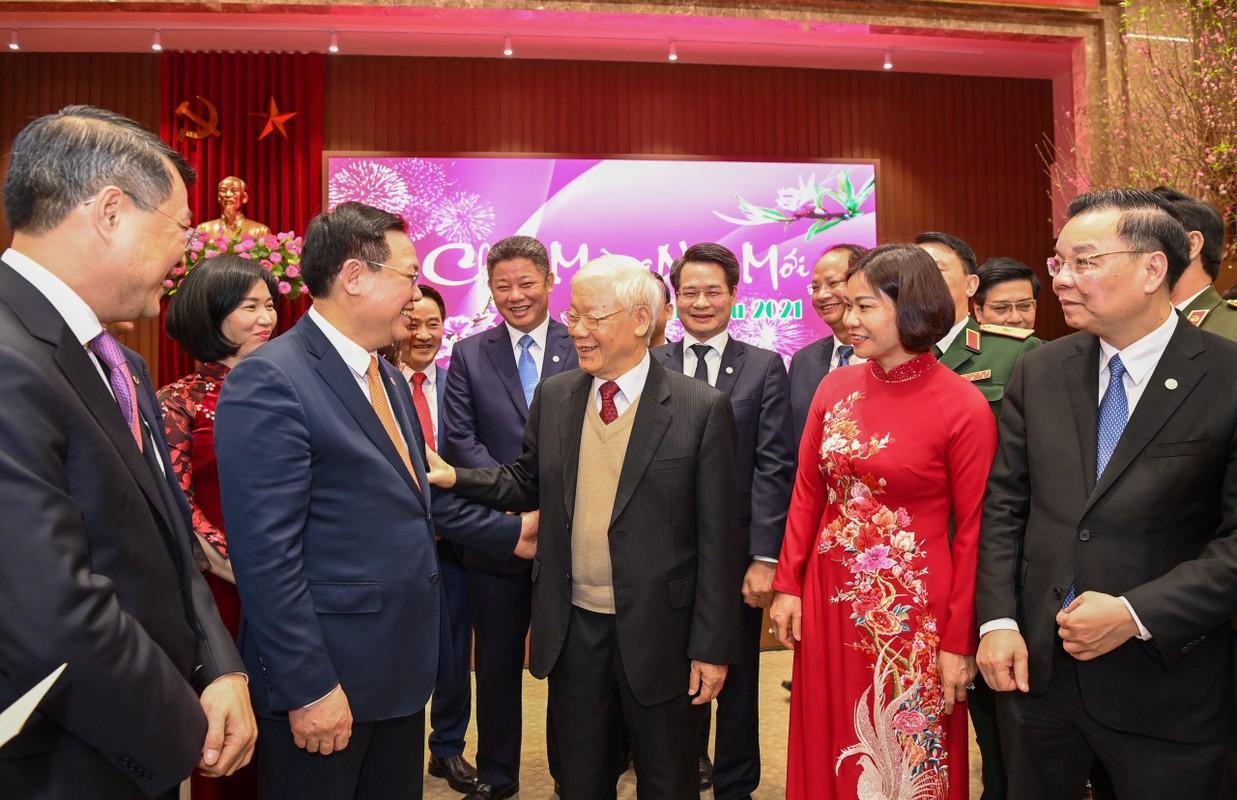 Tong Bi thu, Chu tich nuoc Nguyen Phu Trong chuc Tet nhan dan ben Ho Guom-Hinh-2