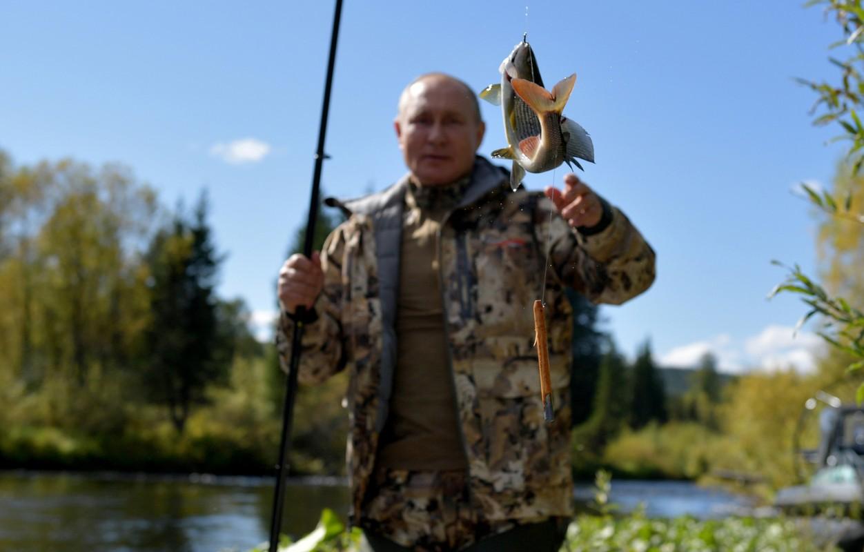 Tong thong Putin ket thuc tu cach ly, den Siberia cau ca-Hinh-2