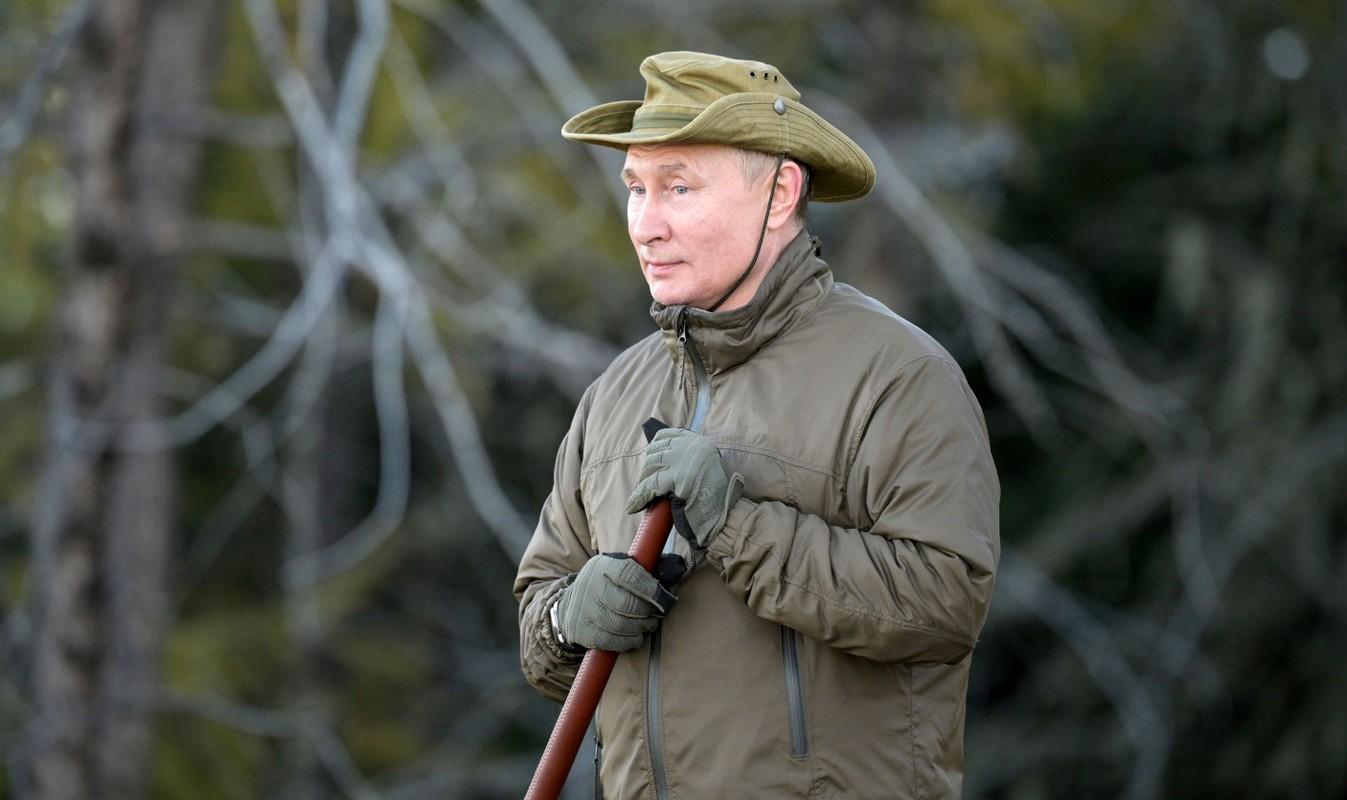 Tong thong Putin ket thuc tu cach ly, den Siberia cau ca-Hinh-8