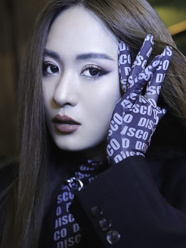 Con gai nuoi Hoai Linh 'lot xac' day quyen ru-Hinh-6