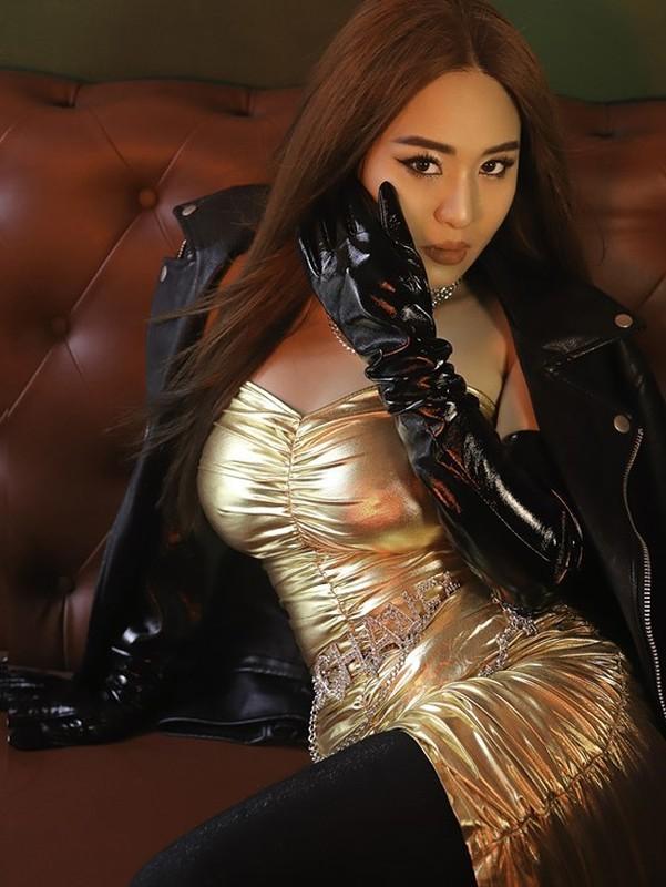 Con gai nuoi Hoai Linh 'lot xac' day quyen ru